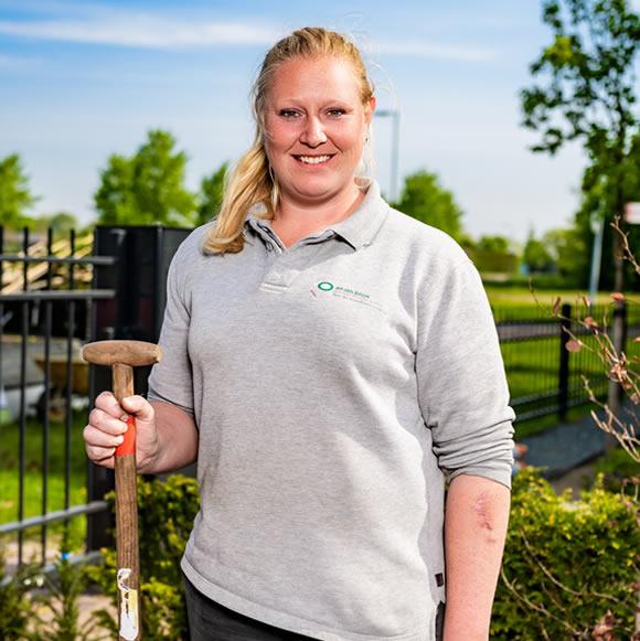 Angelique vd Wetering Hovenier, specialisme onderhoudswerkzaamheden tuinen